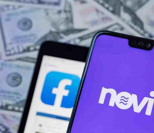 Senátoři tlačí na Facebook
