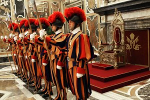 swiss-guards-in-vatican_city_guard_throne_of_peter