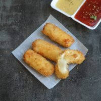 Eggless Mozzarella sticks | Fried Cheese fingers
