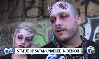 asistentes a la fiesta bahomet partido diablo