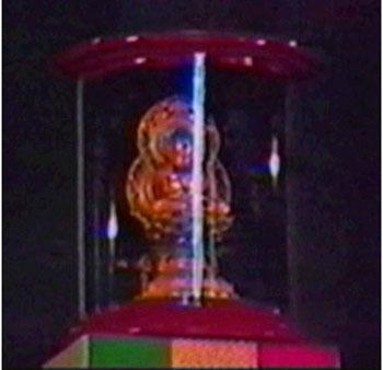 Abominación de la desolación - Estatua de Buda sobre el tabernáculo en Asís