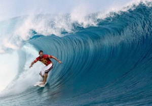 TEAHUPOO, TAHITI - MAY 13: Current ASP world champion Andy Irons of the USA in action, advanced to round four of the Billabong Pro May 13, 2003 at Teahupoo, Tahiti. (Photo by Aaron Chang/Getty Images)