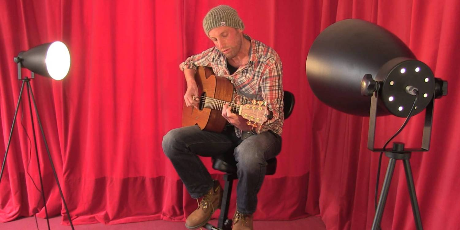 Paul Tasker performs Rising for a TRADtv Live Room Session
