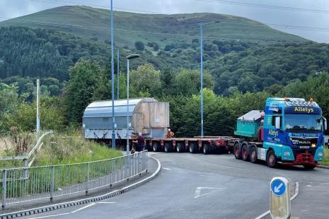 Abnormal load movement on A40 Raglan