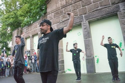 Vernissage mit der Tanzgruppe Shibak Sharqi (Tor zur Welt) aus Berlin. Foto: Michael Pape