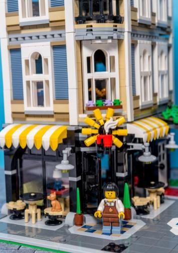 Lego Modular Building_Assembly Square_3