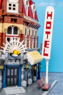 Lego Modular Building_Cafe Corner_2