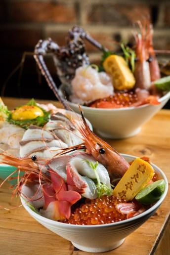 海洋鮮盛丼(前,188元);半生炙魚丼(中,68元)