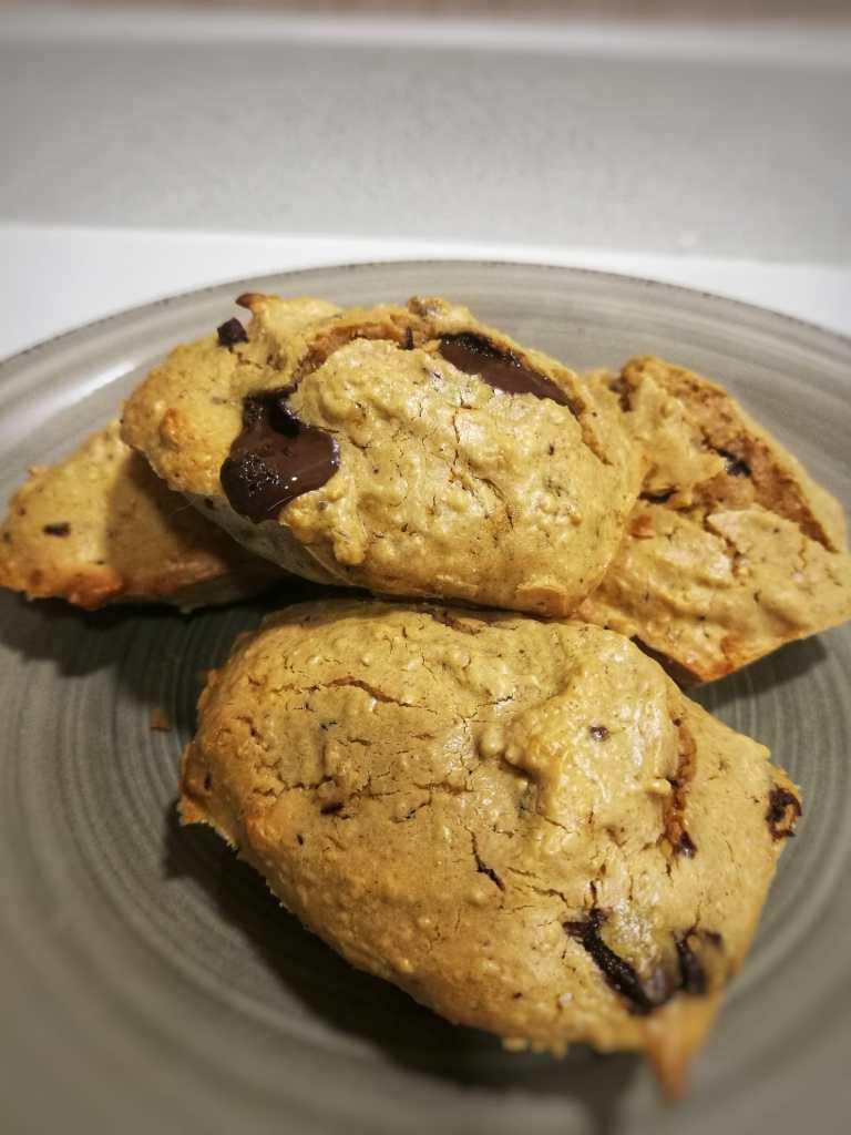 Galletas saludables picantes de cacahuete o almendra