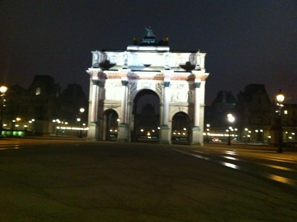 Entre jardin des Tuileries et pyramide du Louvre