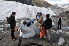 Evacuation des déchets sur la Mer de Glace