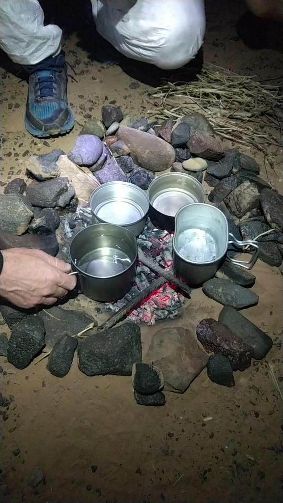 MDS: préparation de l'eau chaude sur le feu