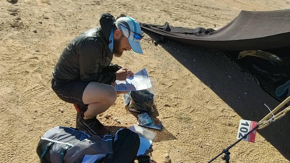 Préparation du sac et de l'équipement sur le Marathon des Sables