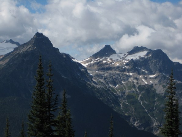 Colonial Peak and Paul Bunyans Stump