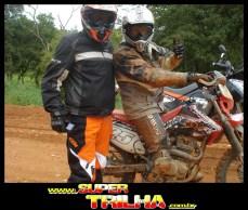 """Tico e Vitor, que estava """"só a lama"""", depois de sua 2ª queda..."""