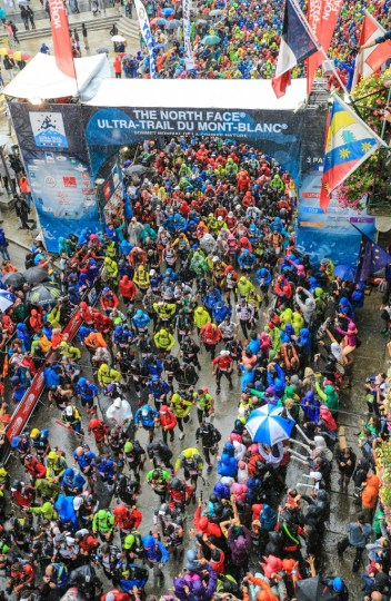 雨の中スタートしたUTMB。Photo courtesy of © The North Face® Ultra-Trail du Mont-Blanc® - Franck Oddoux