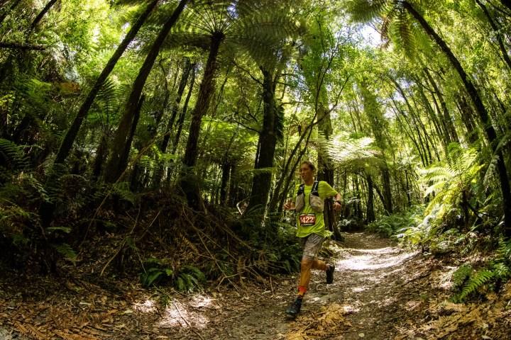 Tarawera Ultramarathon 102kmで優勝したコートニー・ドウォルター。 Photo by Tim Bardsley-Smith