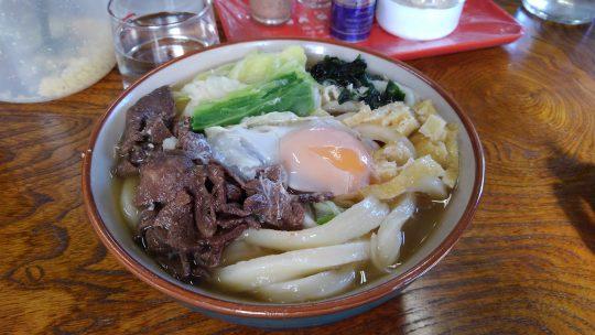 昼食は吉田うどんの名店、渡辺うどん(山梨県南都留郡忍野村内野514)でいただきました。麺の歯ごたえがたまりません。肉玉うどん(中)をTORQUE G03でとりました。