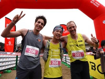 男子トップ3。左から2位のOriol Cardona(スペイン)、優勝の上田瑠偉 Ruy Ueda、3位のJon Albon(イギリス)。Photo by Masataka Chiba / Mt.Awa Race