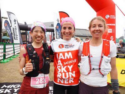 女子トップ3。左から3位の高村貴子 Takako Takamura、優勝のエリサ・デスコ Elisa Desco(イタリア)、2位のメーガン・キンメル Megan Kimmel(アメリカ)。Photo by Masataka Chiba / Mt.Awa Race