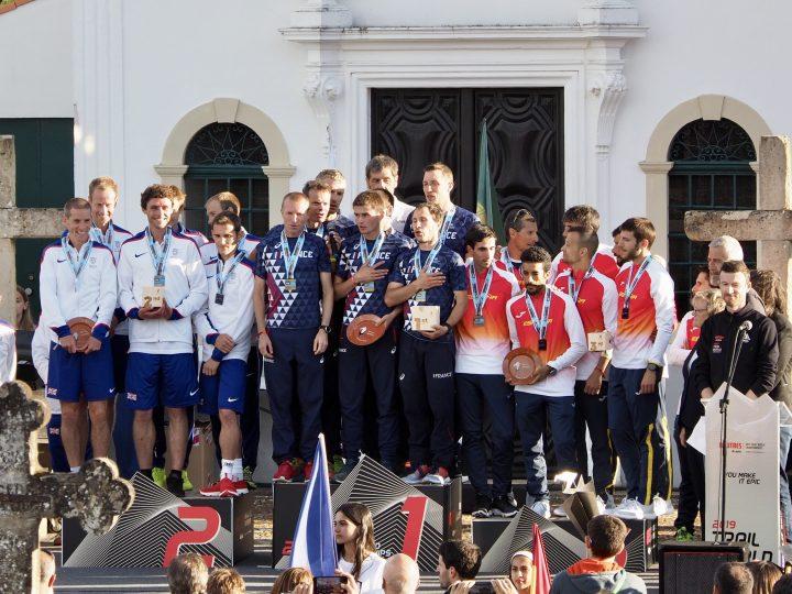 男子団体、左から銀のイギリス、金のフランス、銅のスペイン。