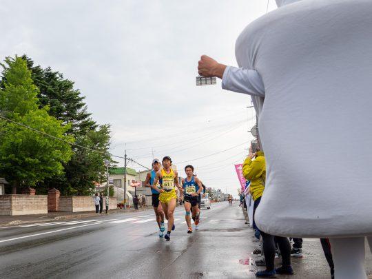 スタート直後(4.8km)、先頭を走る中村泰之、川内鮮輝、板垣辰矢、大塚良軌。