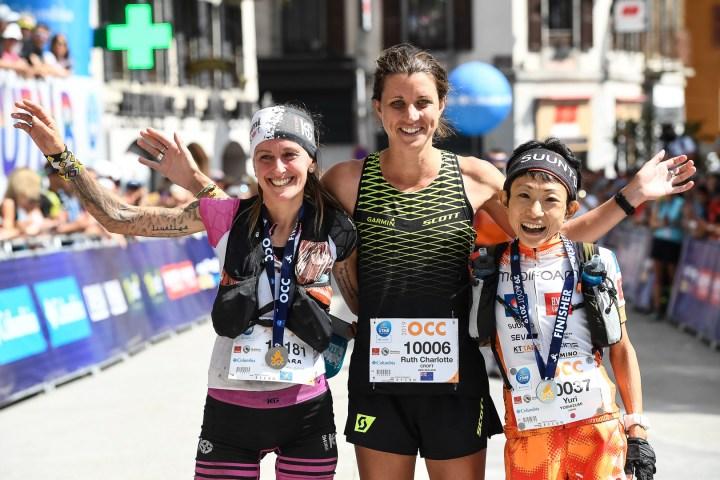 OCC優勝のルース・クロフト Ruth Charlotte Croft(中)、2位のアサラ・ガルシア Azara GARCÍA DE LOS SALMONES(左)、3位の吉住友里 Yuri Yoshizumi。