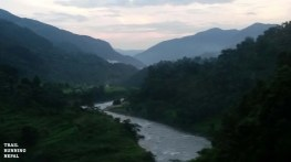 annapurna circuit trek trail race nepal-1