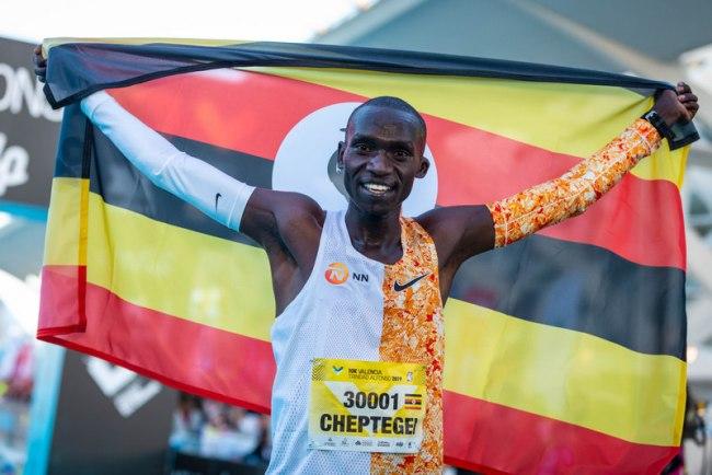 Joshua Cheptegei nn world record 10000 mayayo (2)