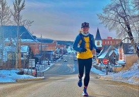 Annie Hughes corriendo por Main Street, Leadville. Foto: Annie Hughes.