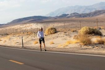 badwater-135-ultramarathon-ultra-trail-america-por-mayayo-ultrarunning-foto-adventure-corps-16