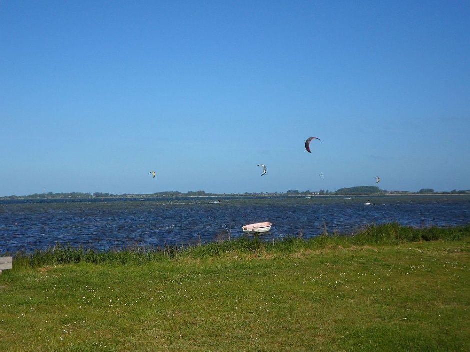 Kite-Surfer auf dem Wieker Bodden