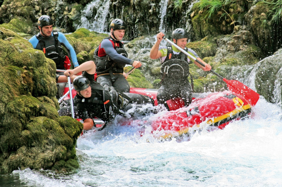 7 Reasons To Try Adventure Rafting On Your Next Trip