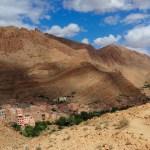 褐色の大地に緑鮮やかなオアシス モロッコ トドラ渓谷