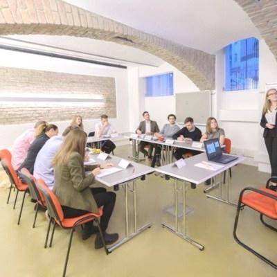 traiCo_Unterricht_Daniela Neumayer und Schüler