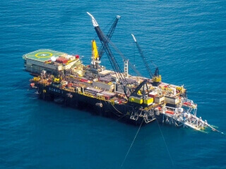 Blue economy pipelay vessel