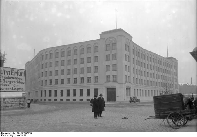 The Woolworth warehouse in Sonneberg in 1928. Photograph from the collection of the German Bundesarchiv