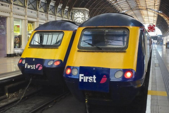 Two Intercity 125 Class 43 trains at London Paddington station.
