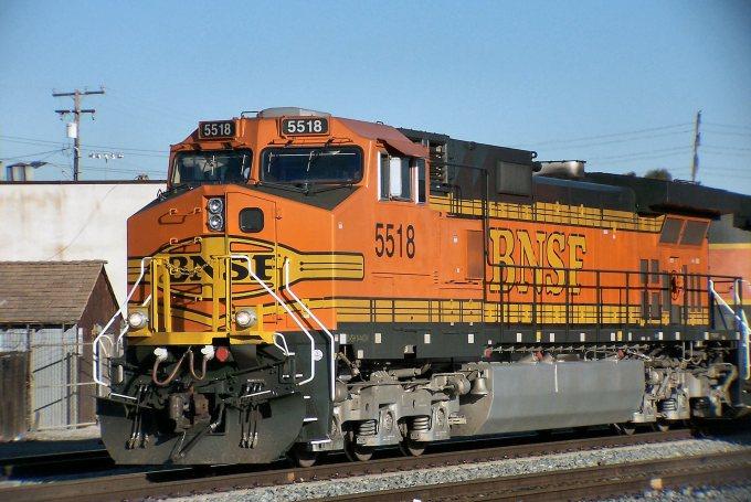 BNSF_Dash_9-44CW_5518.jpg