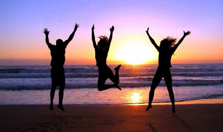 El secreto de la felicidad no es tener un hijo o casarse, sino viajar
