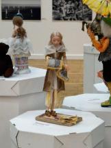 Statuette de tissus dans une galerie - novembre 2016