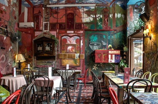 Ruin Pub di Budapest: drink tra le rovine