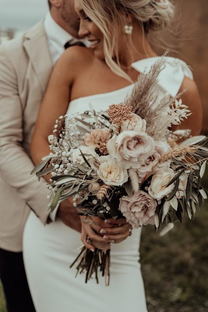 Il 2021 è l'anno giusto per sposarsi. Ma dove andare in viaggio di nozze? E quando partire? Dal sogno della Polinesia Francese alle Maldive, dal tour dei parchi Usa al Giappone, ecco alcune mete e avventure romantiche. E non mancano idee per una luna di miele con i figli, low cost, in crociera e in treno.