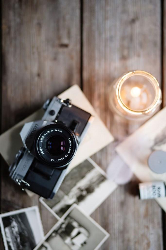 recensione nikon d5600: LaNikon D5600è una fotocamera reflex con sensore APS-C (1.5x) da24 megapixelsprodotta dal 2016. La gamma di sensibilità, inclusa estensione, è100 - 25600 ISOe può scattare a raffica di 5 FPS x 8 RAW, 100 JPEG. Il prezzo attuale è463 €;40utenti hanno dato un voto medio di9.3su10.