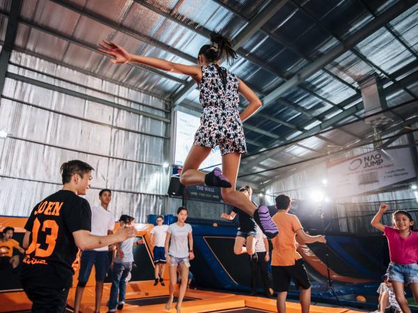 Trải nghiệm thú vị với bộ môn nhún nhảy trên bạt lò xo Trampoline