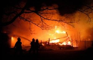 Brandmän måste rycka ut på natten