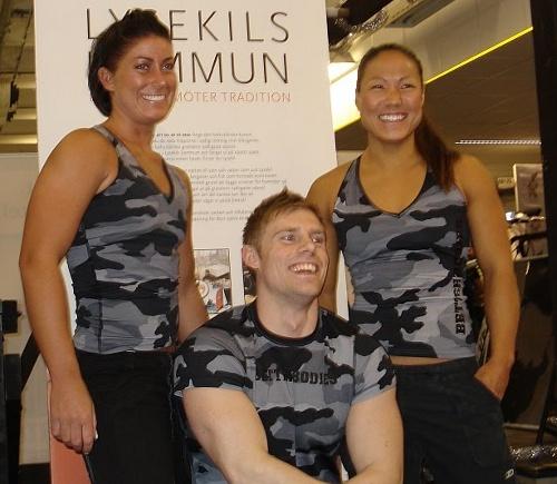 Fotografering inför Fitness4fun:) som Fredrik anordnar i Lysekil. På bilden: Jannika Larsson, Jenny Adolfsson och Kristian Séwen