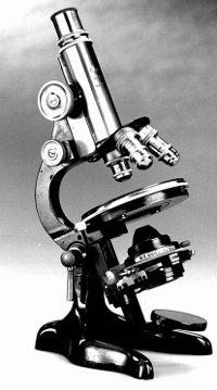 Ett gammalt mikroskop
