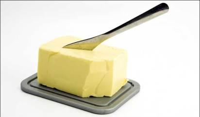 Mjölk och kött från idisslande djur innehåller naturliga transfettsyror vilkas hälsoeffekter inte är lika klarlagda som transfettsyror från delvis hördade vegetabiliska oljor. I den här studien testade man två likvärdiga koster men med smör som var fattigt på transfettsyror eller berikat med transfettsyran vaccensyra.