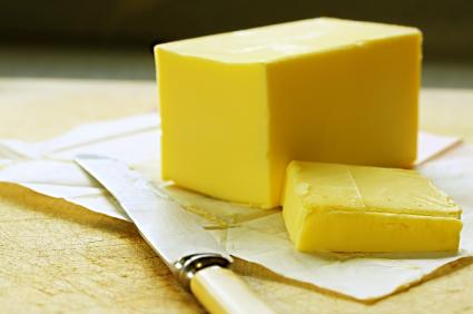 Smör, rapsolja eller kanske solrosolja? Vad som är den nyttigaste fettsammansättningen tvistas det om och en svensk forskargrupp har försökt gräva djupare i detta.